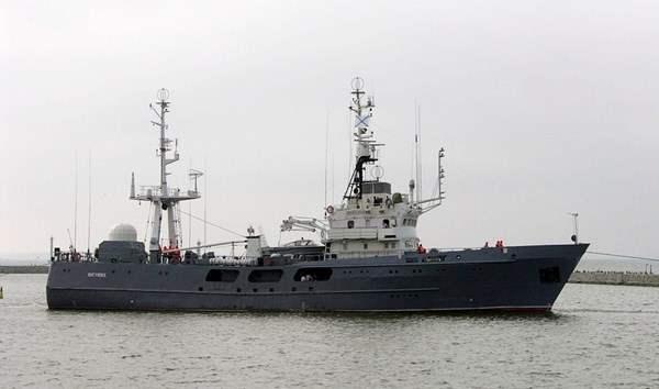 Русский военный корабль заметили у берегов Латвии