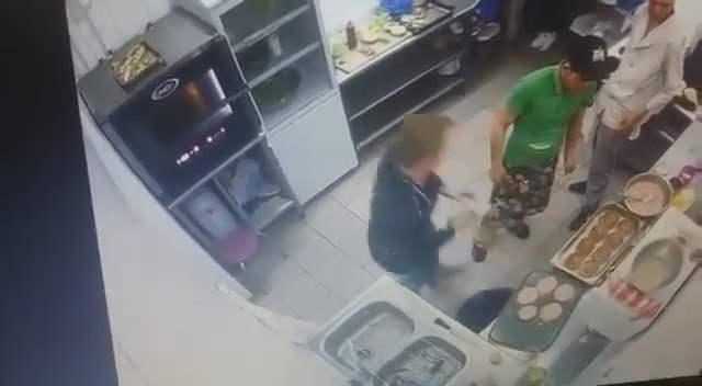 Повара в Павлодаре плюют в котлеты (Видео)