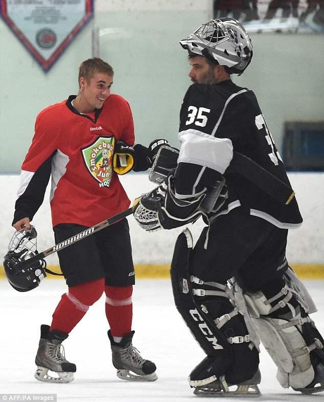 бибер хоккей