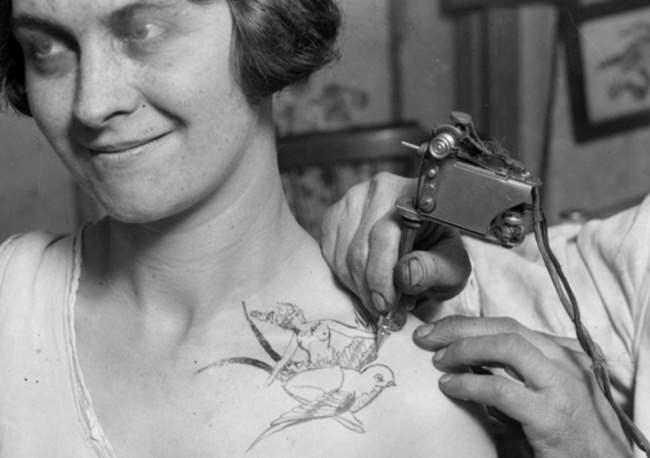 Первые салоны татуировки, 1928.