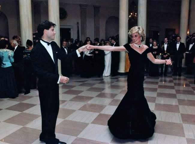 Принцесса Диана танцует с Джоном Траволтой на приеме в Белом доме, 1985.