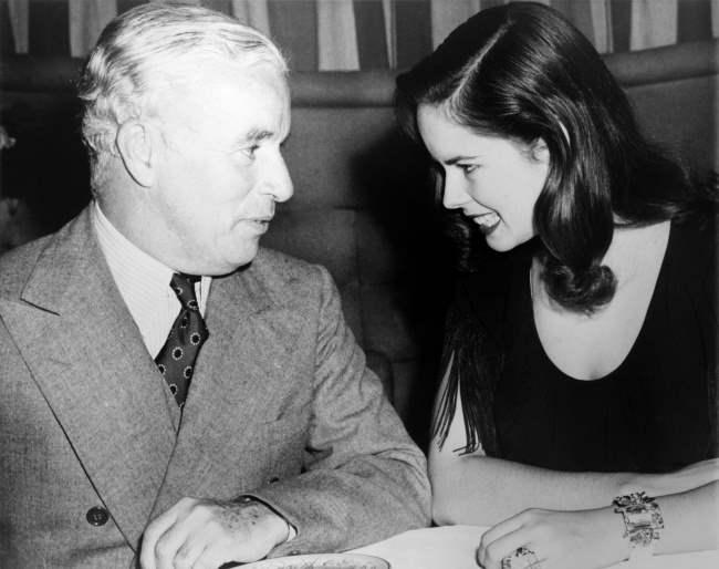 Чарли Чаплин и его жена Уна, США, 1944.