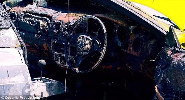 sidnej-sgorelo-avto-7