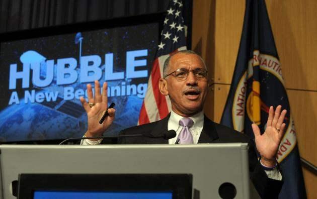 Чарльз Фрэнк Болден — генерал-майор морской пехоты США в отставке, бывший астронавт США, глава НАСА с 2009 года.