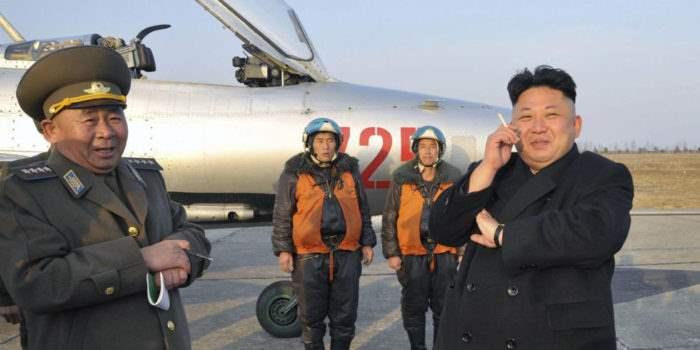 Ким Чен Ын на аэродроме