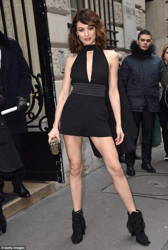 Ольга Куриленко пришла на модный показ с оголенными ногами (фото)