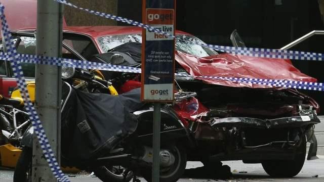 В Мельбурне автомобиль врезался в пешеходов (видео)