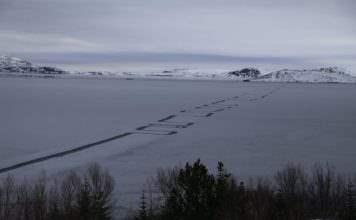 Узор на озере в Исландии