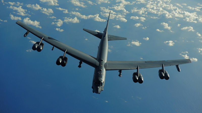 Су-27 перехватил бомбардировщик США B-52 у границ России.