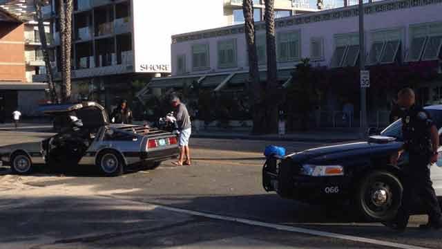 DeLorean и Копы