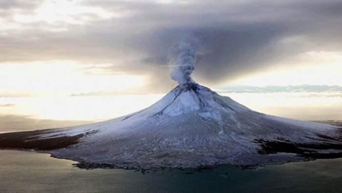 Вулкан Богослов на Аляске