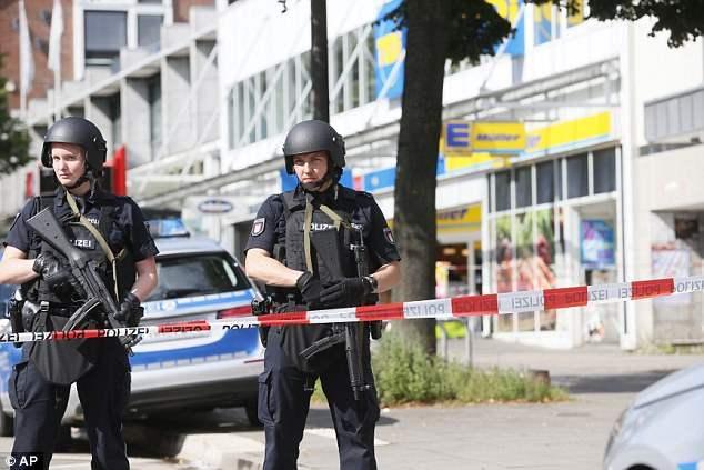 В Гамбурге человек с мачете кидался на прохожих