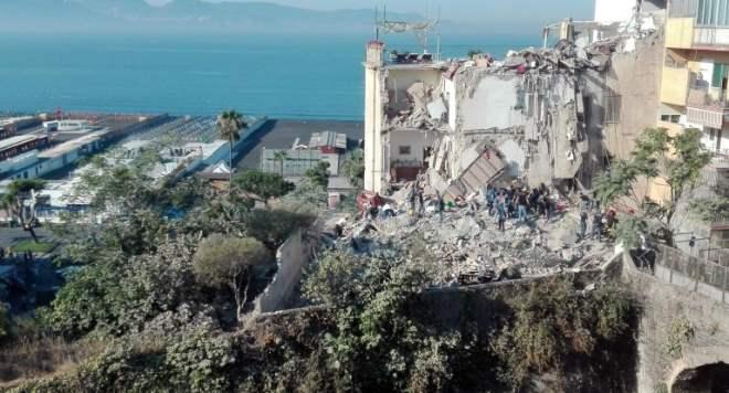Неаполь обрушение здания