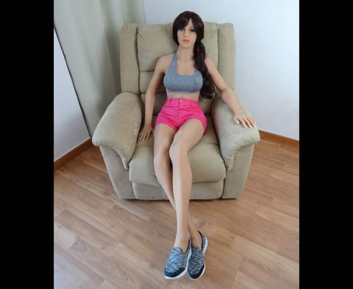 Демонстрация подвижности китайской секс куклы  YouTube