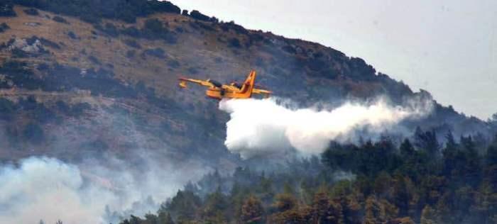 Большой лесной пожар бушует в горном районе острова Корфу