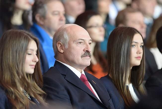 Лукашенко и девушки