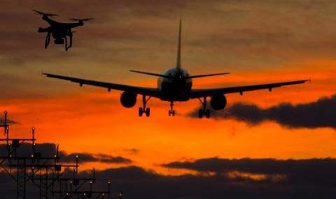 самолет и дроны