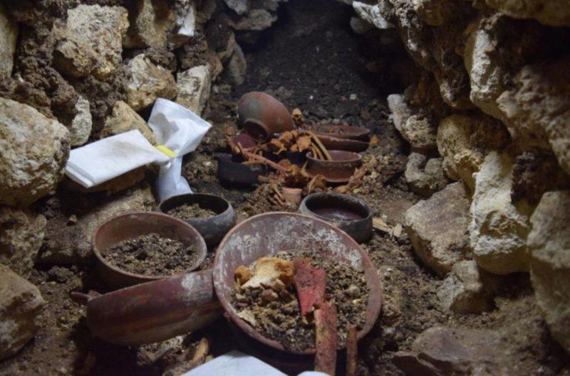 Майя гробница