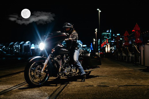 Мотоцикл и полная луна
