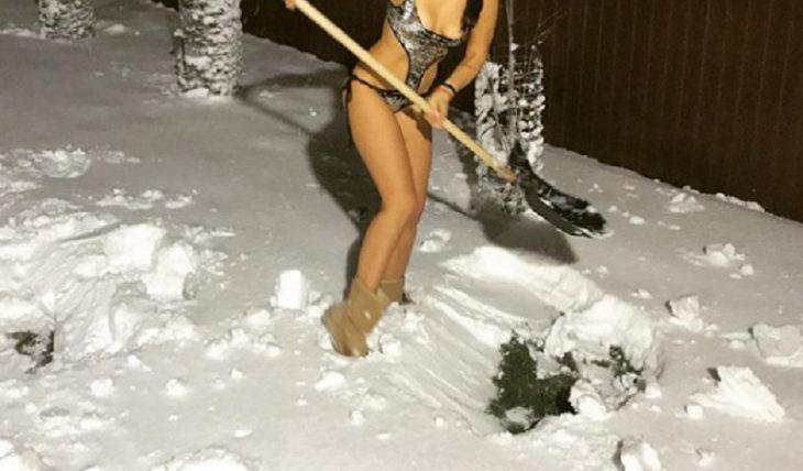 снег в купальнике