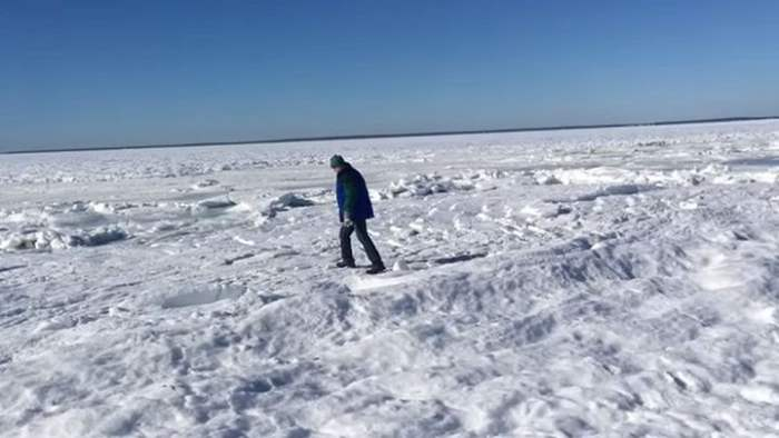 Замерз океан