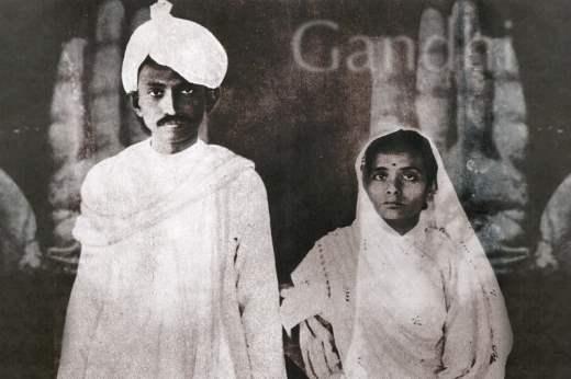 Молодой Ганди с женой