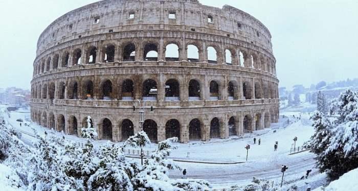 Рим снег