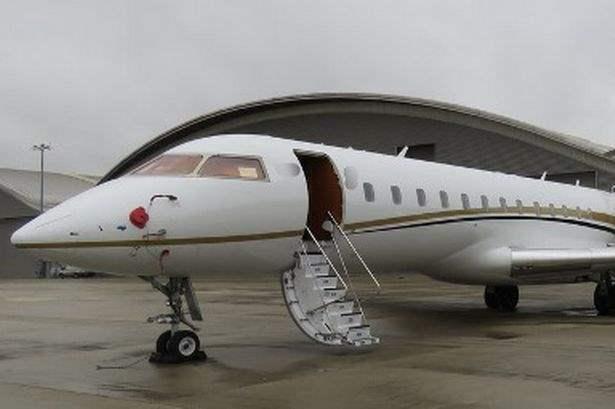 самолет с деньгами