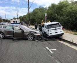 Tesla,авария