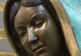 Статуя Девы Марии заплакала