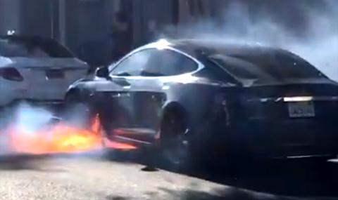 Тесла горит