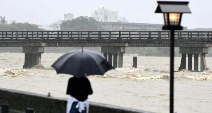 Япония дожди