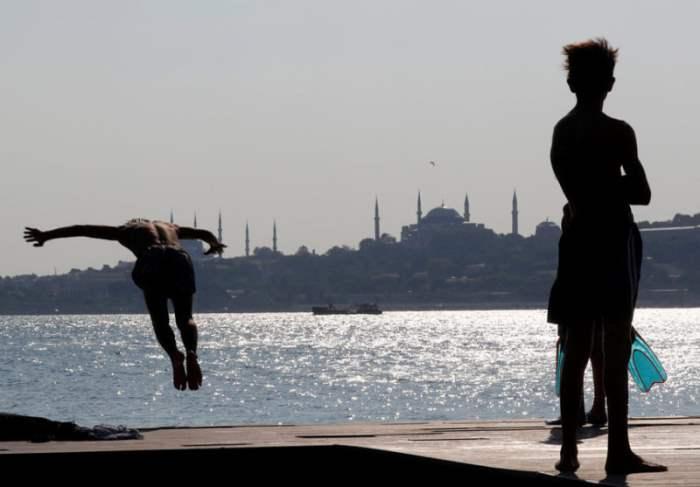 За Босфором в Стамбуле.