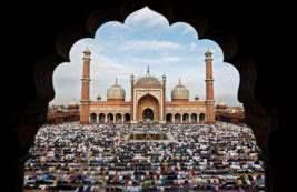 Мусульмане молятся