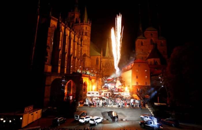 Фейерверк перед собором Святой Марии в Эрфурте