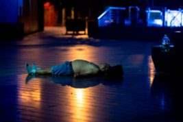 Шанхай спят на улице