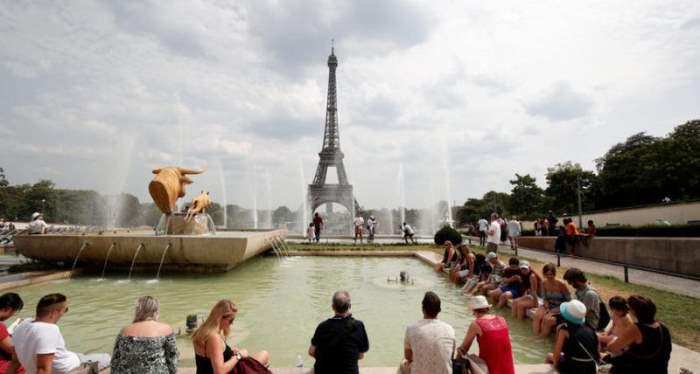 в Париже, Франция