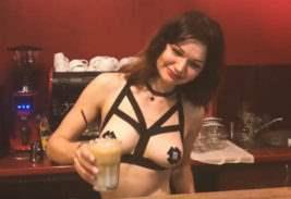 киев кафе с голыми официантками