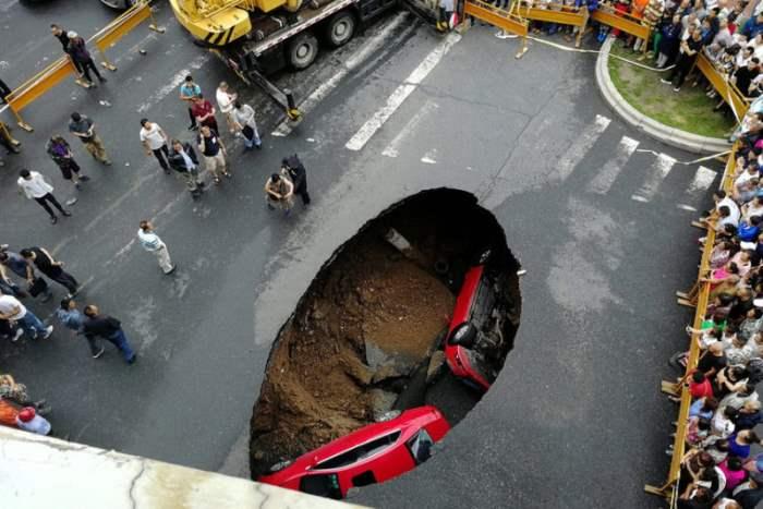 машины в яме