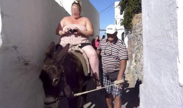 толстые туристы Санторини