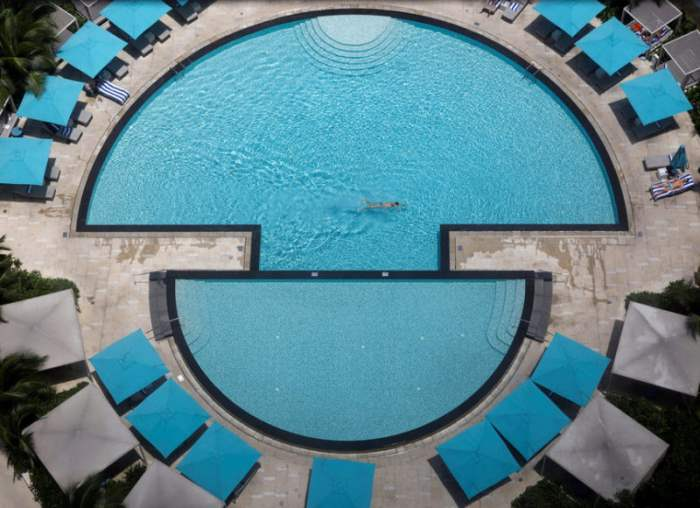 Бассейн Pan Pacific Hotel в Сингапуре.