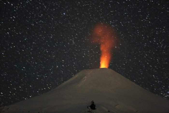 Вулкан недалеко от города Пукон