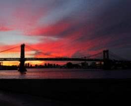 На закате в Нью-Йорке, США.