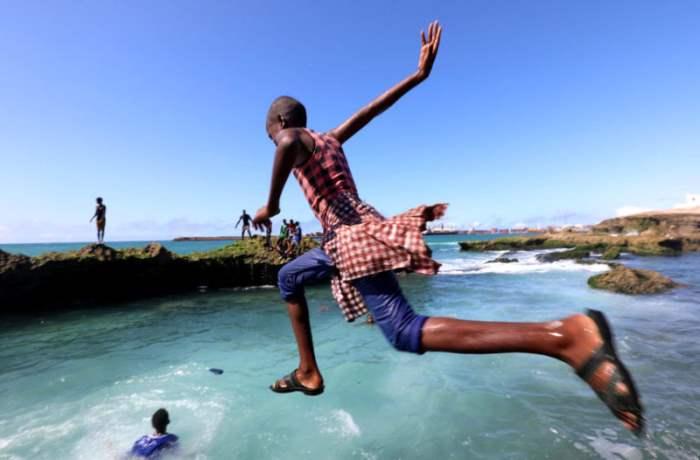 На пляже в Могадишо, Сомали.