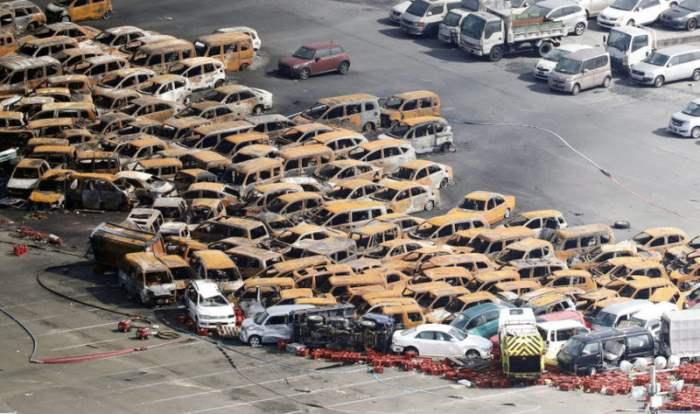 Сгоревшие машины после тайфуна Джибе