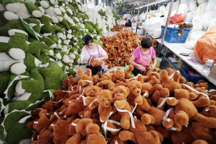 Фабрика плюшевых игрушек, Чжицзянсу, Китай.