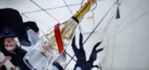 комическое шампанское