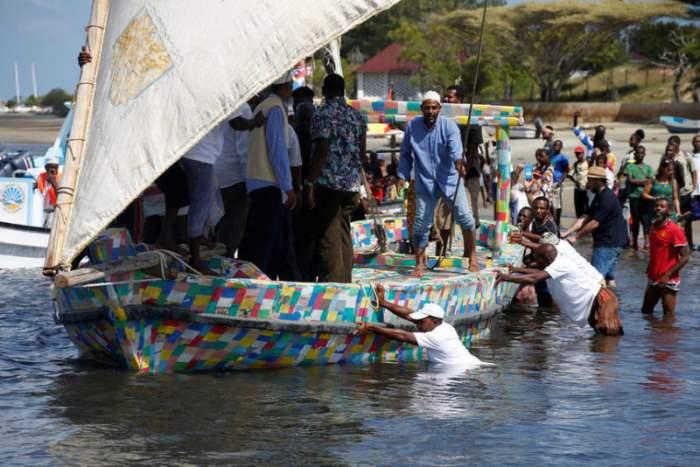 лодка из пластика