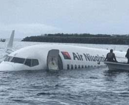 самолет в воде