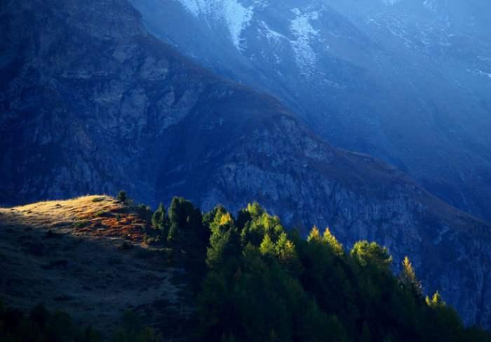 Осеннее утро в Валь д'Анживье, Швейцария.